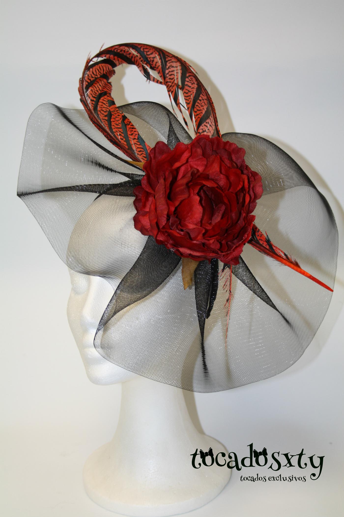 Tocado crin negro con flor y pluma en rojo w